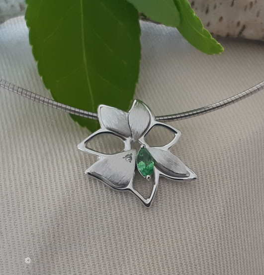 Pendentif Petite Fleur Tsavorite Et Diamant