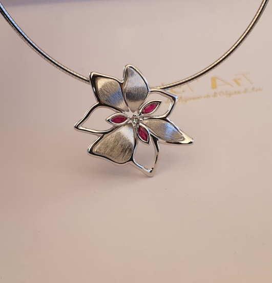 Pendentif Grande Fleur Rubis Et Diamant