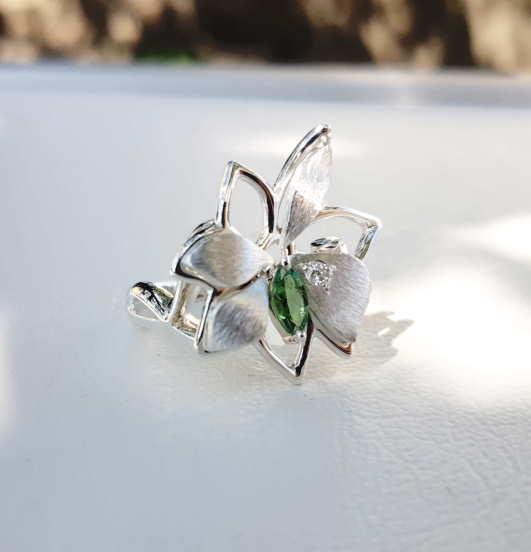 Bague Petite Fleur Tsavorite Et Diamant