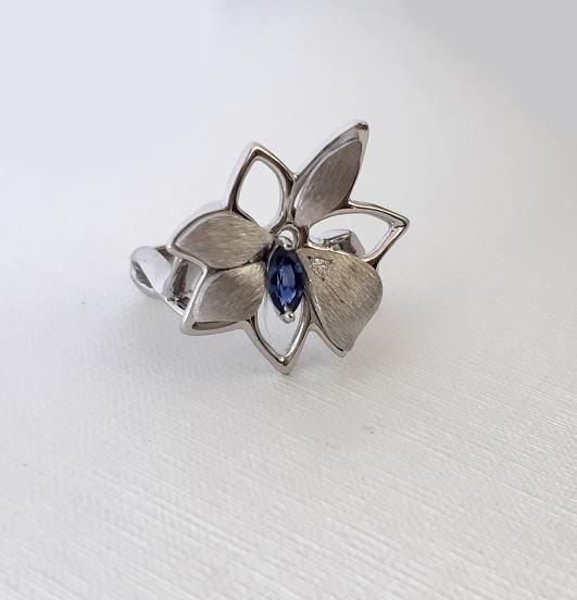 Bague Petite Fleur Saphir Bleu Et Diamant